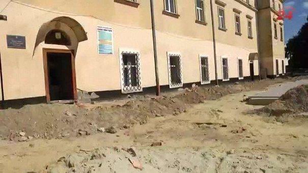 Львівській поліграфічний коледж відмежували від світу ремонтними роботами