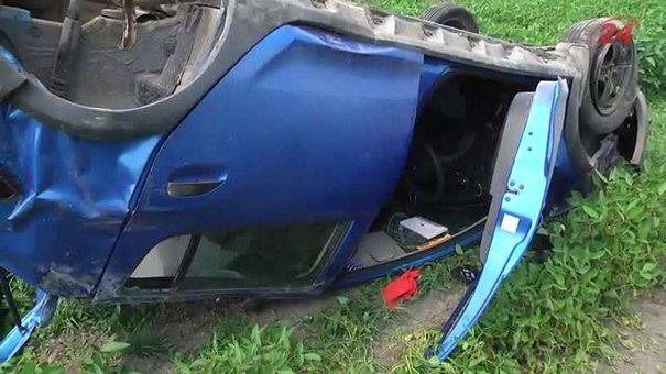 Біля Радехова машина вилетіла з дороги в поле, водій загинула