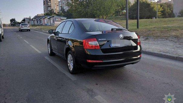 У Львові поліція затримала злодіїв, які викрали автомобіль з салону