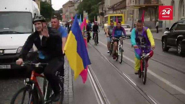 У Львові прикордонники до Дня прапора влаштували велопробіг