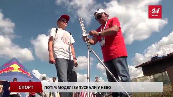 У селі біля Львова запускають у небо ракети