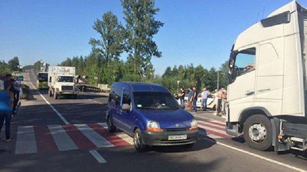 Біля Львова розблокували трасу державного значення