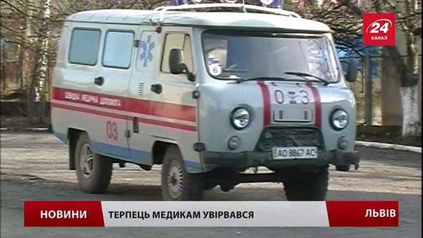 Львівські медики готові страйкувати через урізання надбавок