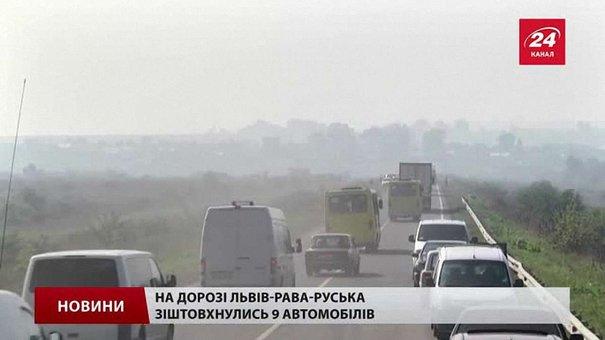 Зранку поблизу Львова зіткнулися 12 автомобілів