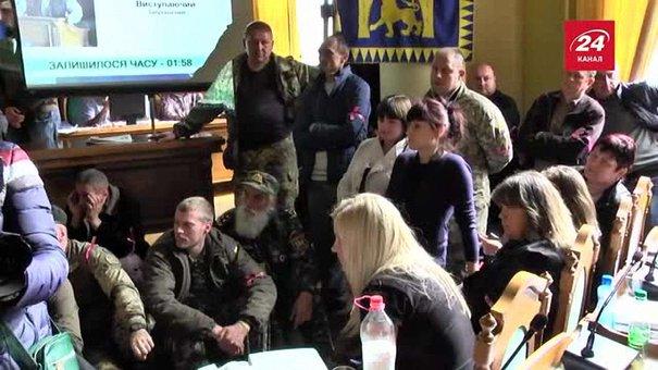 Через протести учасників АТО депутати перенесли засідання Львівської міськради на наступний день