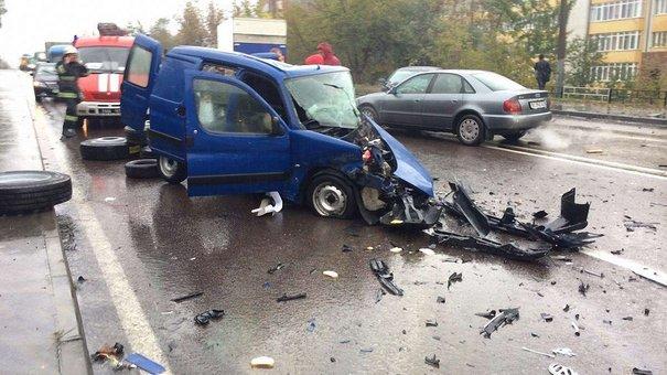 У Львові внаслідок лобового зіткнення автомобілів загинули двоє людей
