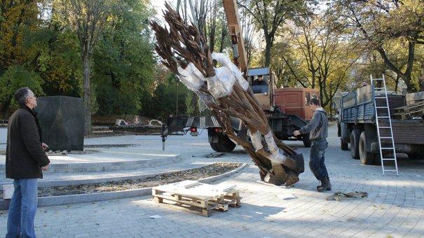 У Львові встановили пам'ятник Антоничу. Перші фото