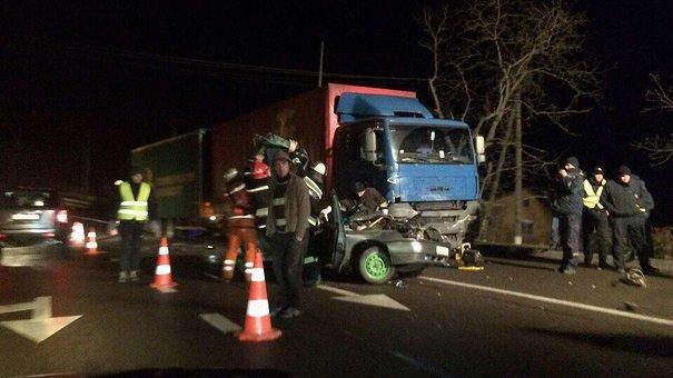 У ДТП на трасі Київ-Чоп загинув 21-річний водій, ще один хлопець у лікарні