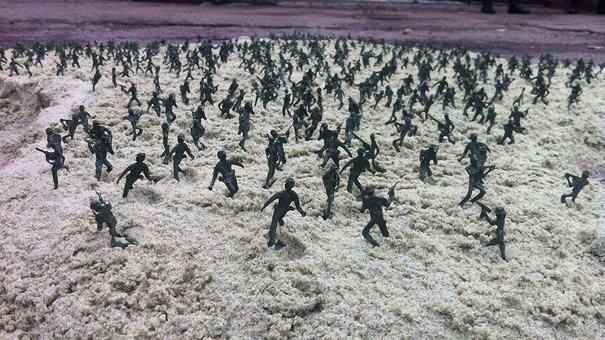 Перед російським консульством у Львові виставили тисячу «зелених чоловічків»