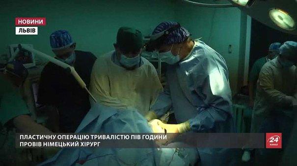 У Львові німецькі лікарі відновили дитині вухо з її ж ребра