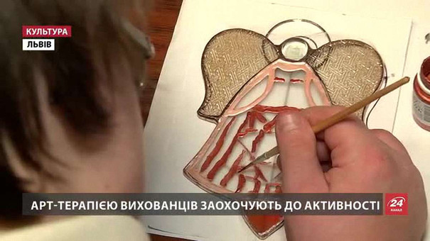 Вихованці львівського «Карітасу» влаштували благодійний розпродаж напередодні свята Миколая