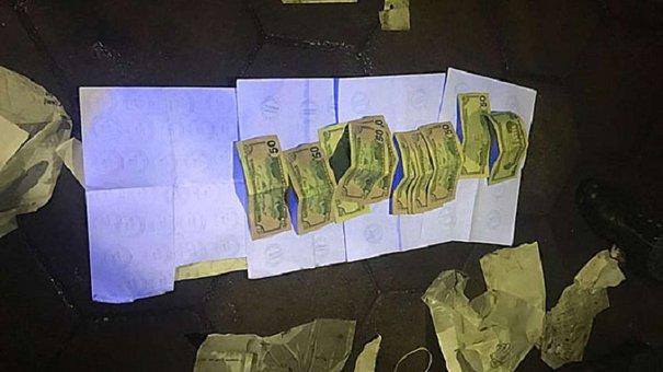 На Львівщині на хабарі $520 затримали прикордонника та його спільника