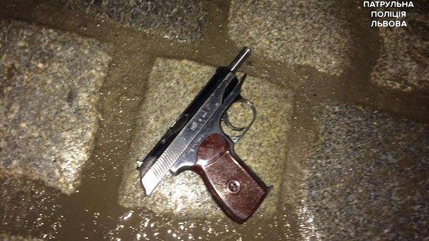 Вуличних музикантів у центрі Львова вночі обстріляли з травматичної зброї