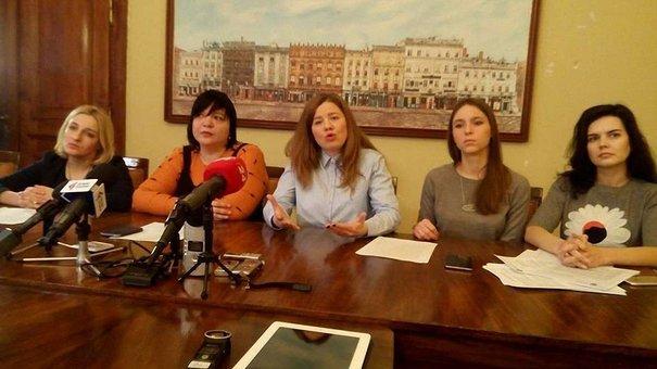 Львівські депутатки закликали протестувальників не зривати сесії міськради