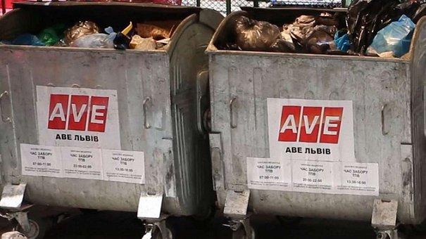 Близько 50 вантажівок із львівським сміттям заблокували у різних областях України
