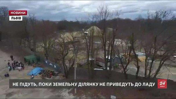 Мешканці вимагають зупинити будівництво на «Знесінні» і блокують в'їзд техніки