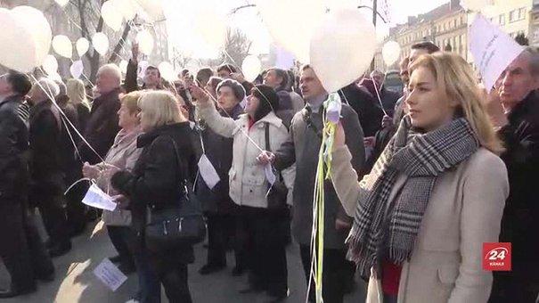 Львів'яни підняли у небо вірші Тараса Шевченка