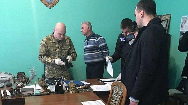 Підозрюваний у хабарництві начальник львівського СІЗО потрапив до лікарні