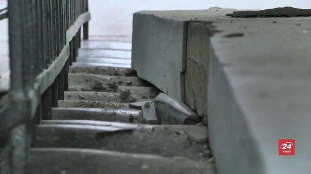 Балка, яка обвалилася зі сходів львівської школи, важить до півтонни