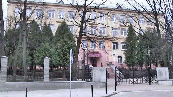 У Львові до кінця навчального року закрили школу, в якій обвалилася сходова балка
