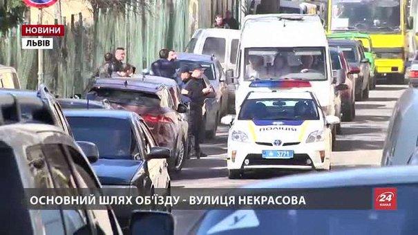 Попри заборону на вул. Некрасова водії продовжують паркуватися