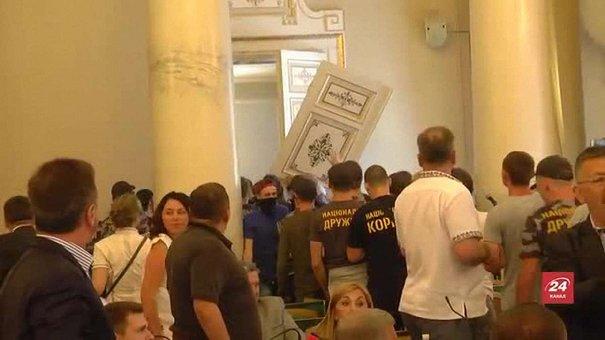 Праворадикали захопили сесійну залу Львівської облради