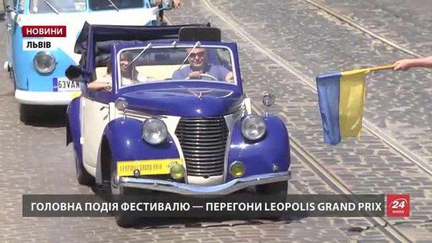 У Львові на ретро-автівках відтворили історичні перегони 1930 року