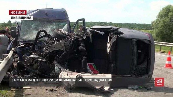 Стан одного постраждалого у ДТП під Миколаєвом украй важкий