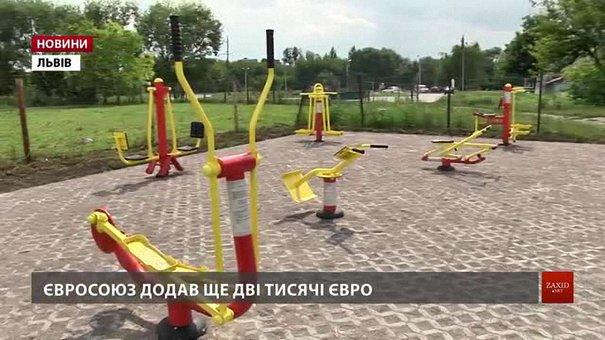 На вул. Лінкольна за кошти мешканців та ЄС встановили 8 вуличних тренажерів
