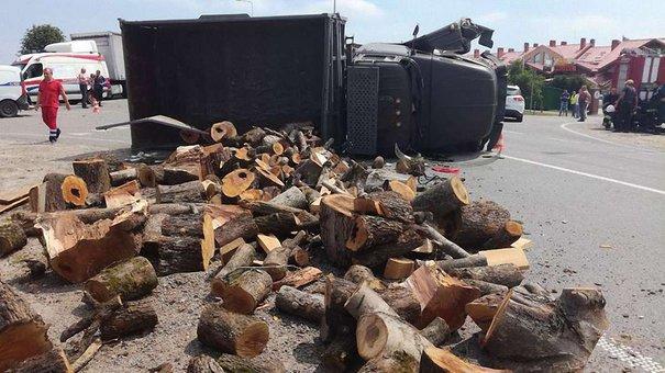 Унаслідок ДТП на кільцевій дорозі Львова загинув пасажир вантажівки