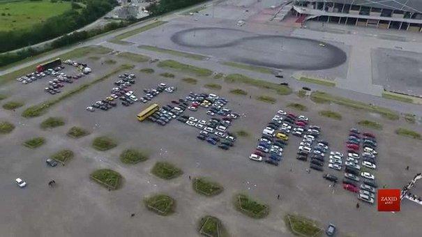 Масштабний флешмоб на підтримку Ryanair у Львові зняли з квадрокоптера