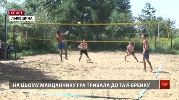 На Львівщині волейболісти змагалися на пляжі за «Кубок Острова»