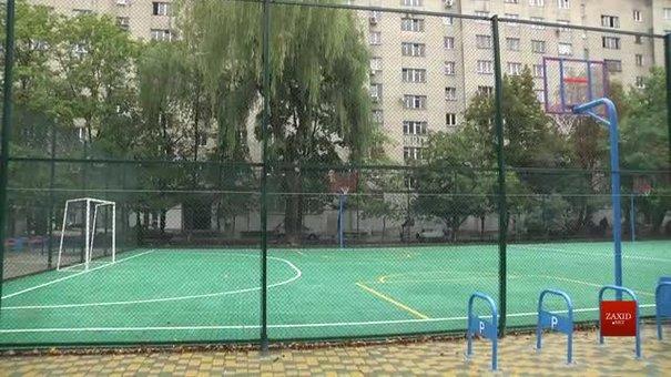 На проспекті Чорновола відкрили спортивний майданчик, адаптований для людей з інвалідністю