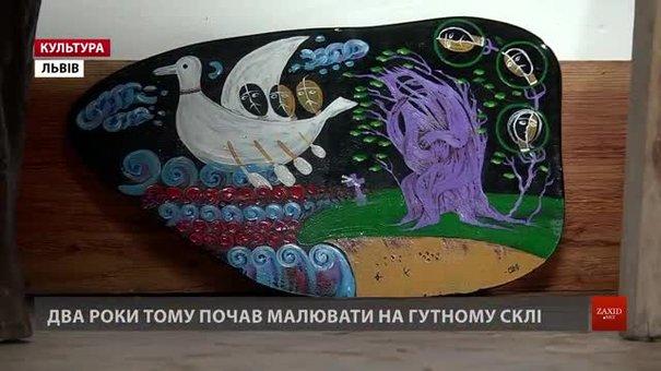 Олег Денисовець, що малює на зубних коронках, влаштував виставку у Львові