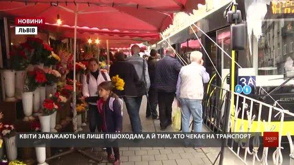 Галицька райадміністрація провела рейд на продавців квітів на Стрийському ринку