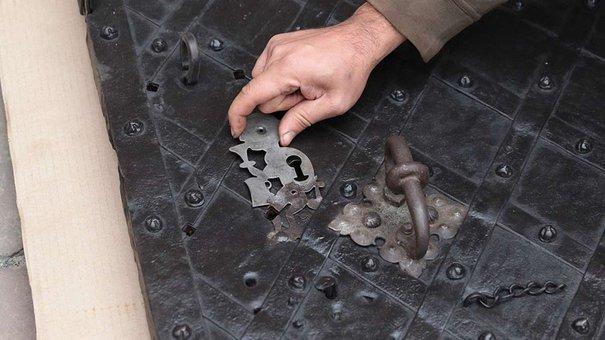 Для реставрації брами каплиці Боїмів везли метал 200-річної давнини з Німеччини