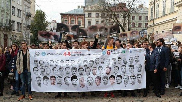 Понад тисяча студентів у Львові влаштували акцію на підтримку українських політв'язнів у Росії