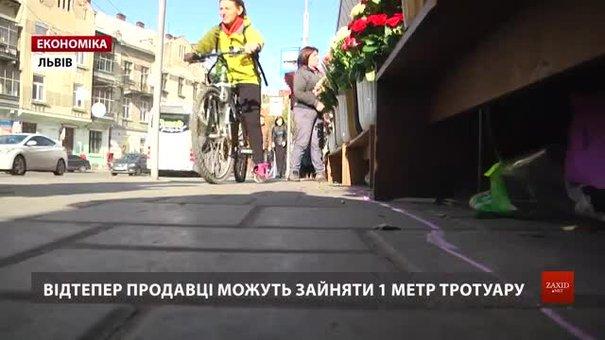 Продавцям квітів дозволили займати лише метр тротуару біля «Стрийського ринку»