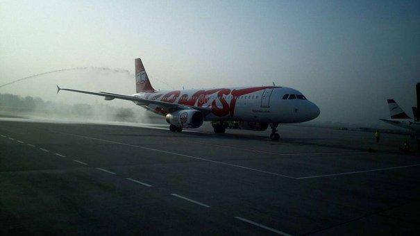 До Львова прибув перший рейсовий літак із Мілана
