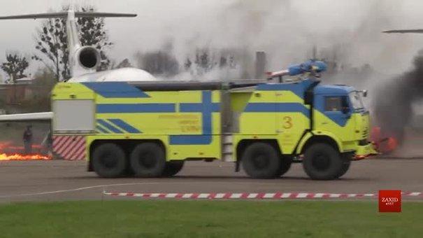 Львівські рятувальники вчились гасити задимлений літак