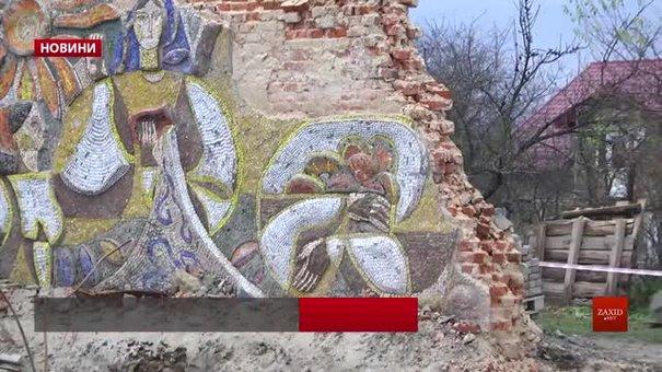 Селян обурило знесення цегляних зупинок громадського транспорту у Наварії