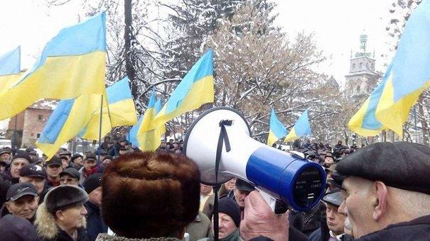 Понад тисяча військових пенсіонерів у Львові протестують проти зменшення їм пенсій