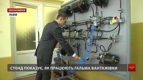 У Львівському аграрному університеті вивчають механіку за допомогою рухомих стендів