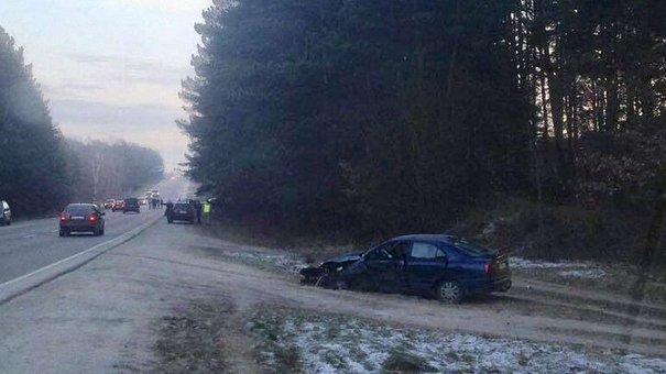 У ДТП на трасі Львів-Краковець загинув водій легковика та постраждали четверо пасажирів
