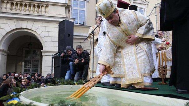 У центрі Львова духівники всіх християнських конфесій спільно освятили воду на Водохреща
