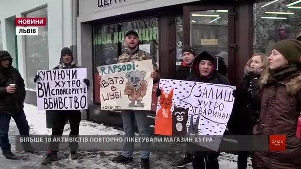 У Львові активісти повторно пікетували магазин хутра через погрози Путіним