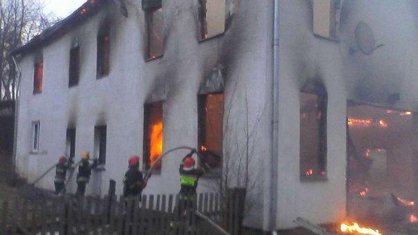 На Яворівщині під час пожежі в приватному будинку згоріла колекція з 10 тис. книг