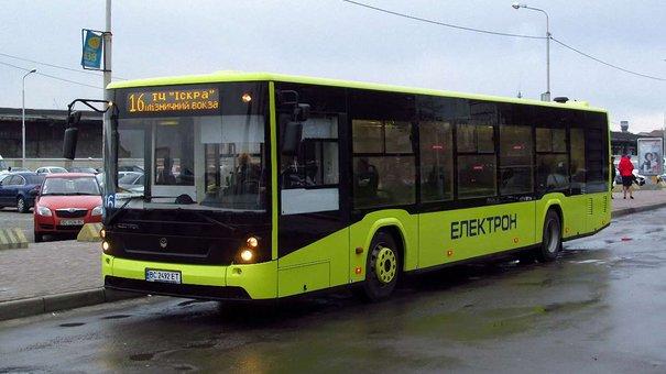 Львівська мерія зобов'яже перевізників купувати нові автобуси та їздити за графіком