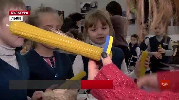 У «Шевченківському гаю» вчать робити свічки, що захищають від нечисті