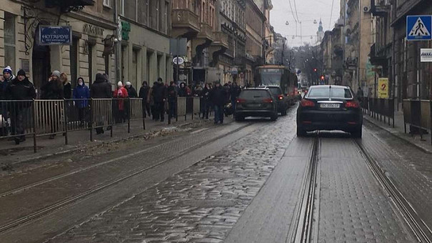 У Львові на пішохідному переході автомобіль збив 21-річного чоловіка